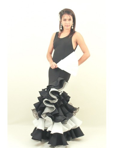 Robe espagnole artisanale noire et blanche Evoca 2