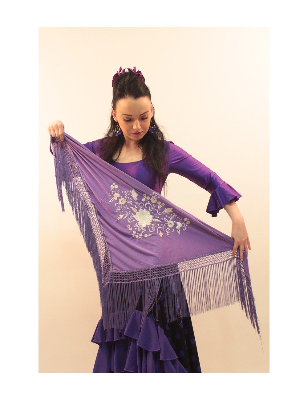 Petit châle flamenco violet brodé blanc